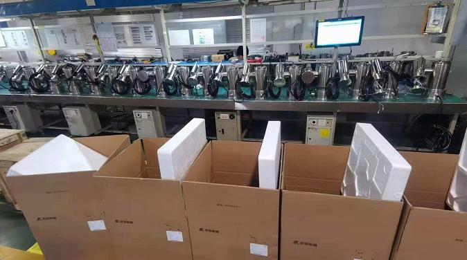 华荣防爆生产线上一批一体式防爆摄像仪到了包装阶段